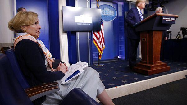 La doctora Birx durante la esperpéntica declaración de Trump