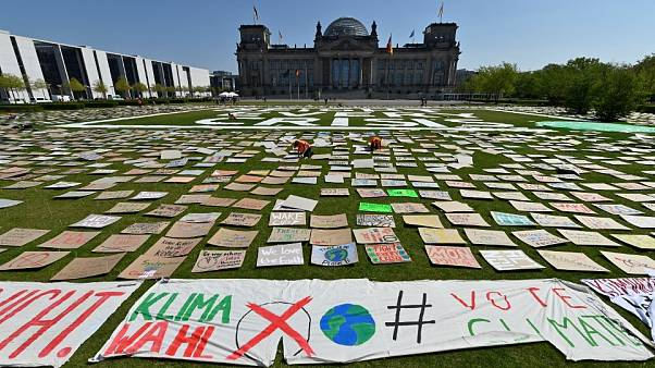 Trotz Covid-19: Klimastreik mit Schildermeer