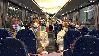 Kubanische Ärzte kommen in Italien an, März