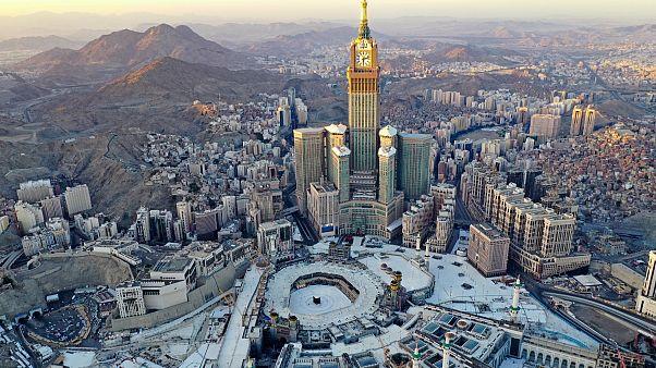 السعودية نيوز |      شاهد: الحرم المكي فارغ من المصلين والمعتمرين في الجمعة الأولى وأول أيام رمضان المبارك