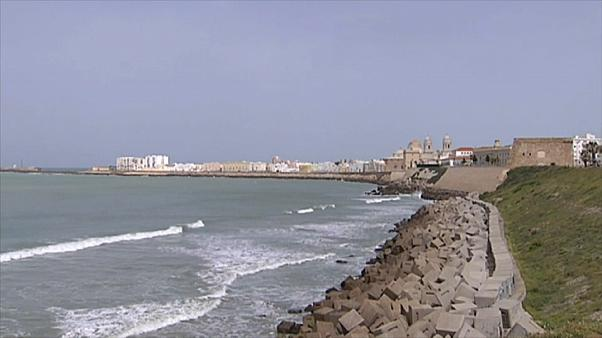 Playas desiertas y arcas vacías, el triste horizonte del turismo en España