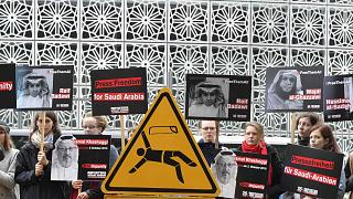 احتجاج أعضاء مراسلون بلا حدود أمام سفارة المملكة العربية السعودية حول الاعتقالات التي تطال الصحفيين والناشطين والحقوقيين السعوديين ، برلين، ألمانيا، 1 أكتوبر 2019.
