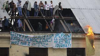 Arjantin'in başkenti Buenos Aires'te yaklaşık 1700 mahkumun bulunduğu ve bir görevlide Covid-19'a rastlanan Devoto Hapishanesi'nde mahkumlar isyan çıkardı