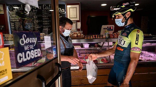 دوچرخهسوار حرفهای برای «روی فرم ماندن» پیک رستوران شد