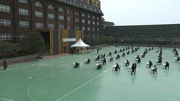 Νότια Κορέα: Εξετάσεις στο προαύλιο