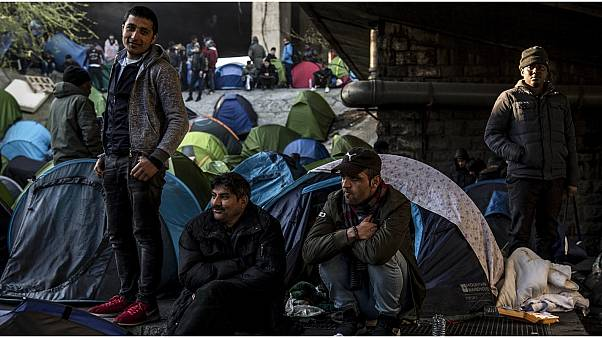 الأزمة الصحية الناجمة عن فيروس كورونا تعلق ملفات طالبي اللجوء والمهاجرين في فرنسا