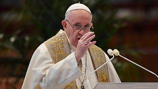 البابا فرانسيس يوجه نداءّ خاصاً للصلاة من أجل العاملين بدور الجنازات