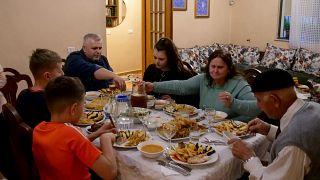 كورونا يعيد إلى ذاكرة الألبان الحقبة الشيوعية وخطر الصيام في رمضان