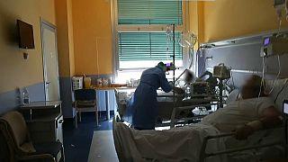 Covid-19 : plus de 20 000 morts au Royaume-Uni, une vaste campagne de tests sérologiques en Italie
