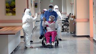 Taburcu olan bir Covid-19 hastası