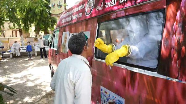 Indien führt mobile Corona-Teststationen ein