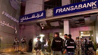 اعتداء بقنبلة على فرع أحد المصارف في لبنان وسط الأزمة الاقتصادية