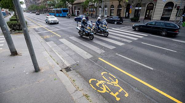 Hétfőtől kötelező arcmaszk és újabb biciklisávok Budapesten