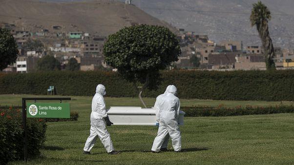 وفاة 17 شرطياً جراء إصابتهم بفيروس كورونا في البيرو