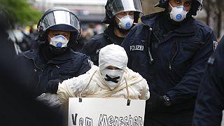 Coronavirus : manifestation contre les mesures de confinement à Berlin