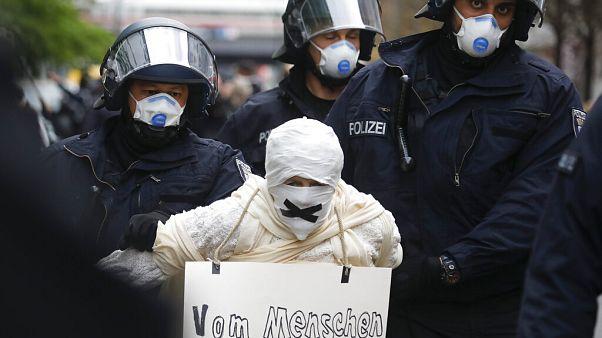 Decenas de detenidos en Berlín por no respetar las medidas de confinamiento