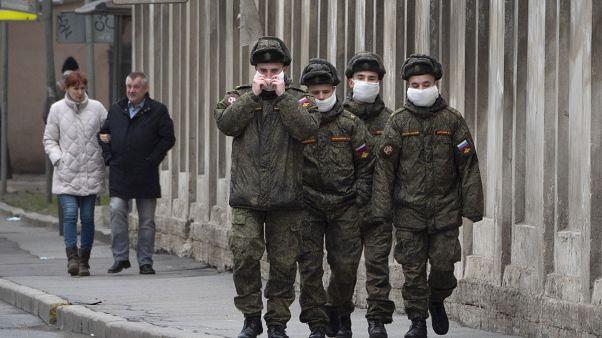 Около 900 российских военнослужащих заразились коронавирусом