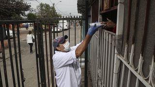 El coronavirus provoca colas de hambre en Chile
