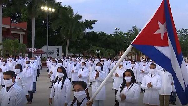 ۲۱۷ پزشک کوبایی راهی آفریقای جنوبی شدند