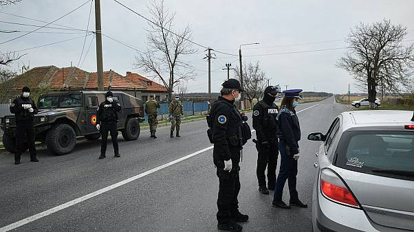 Photo d'illustration : contrôle policier en Roumanie, le 4 avril 2020.