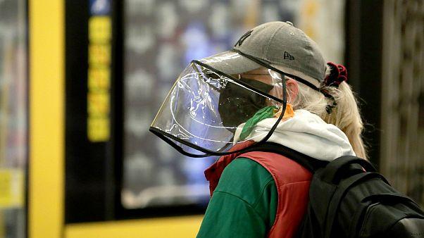 Γερμανία: Υποχρεωτική η χρήση μάσκας σε ΜΜΜ και εμπορικά