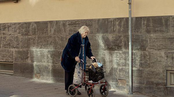 هل يدفع كبار السن ثمن سياسات السويد بالتعامل مع فيروس كورونا؟