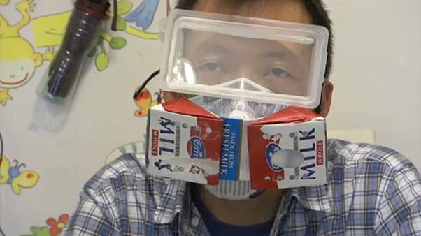 ساختن ماسک با پاکتهای شیر در روزهای قرنطینه