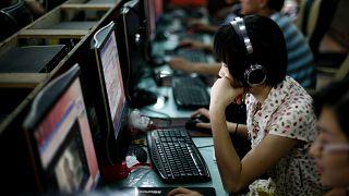 Çin'in başkenti Pekin'de bir internet kafe (arşiv)