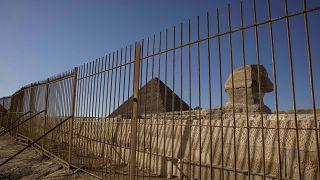 غلق مواقع أثرية أمام السياح في الجيزة بسبب جائحة كوفيد-19 - 22/3/16