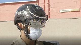 کلاه هوشمند پلیس  امارات برای سنجش دمای  ۲۰۰ نفر در یک دقیقه
