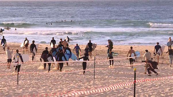 Coronavirus: Swimmers and surfers return to Sydney's Bondi Beach after COVID-19 lockdown