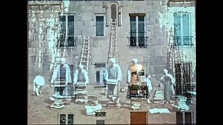 Oltre il confinamento, l'arte proiettata da un balcone di Parigi