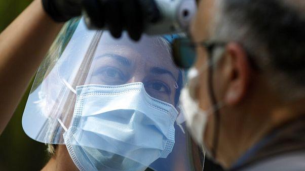 Γιατρός εξετάζει ασθενή