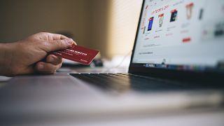 Ελλάδα: «Επιμένουν Ελληνικά» τρεις στους τέσσερις καταναλωτές διαδικτυακών καταστημάτων