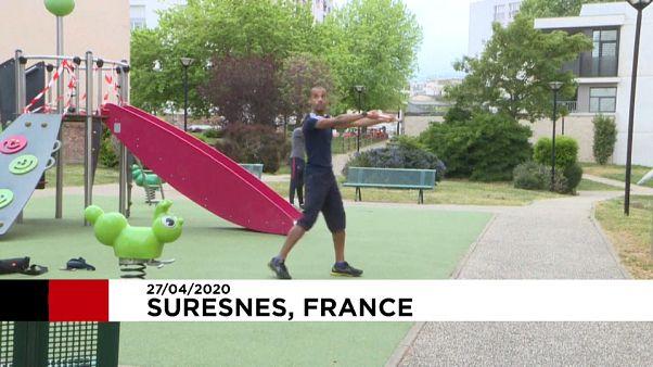 شاهد: مدرب يقدم دروسا في اللياقة البدنية لجيرانه خلال فترة الحجر الصحي في فرنسا