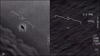 """شاهد: البنتاغون ينشر رسمياً ثلاثة مقاطع فيديو لـ""""أجسام غريبة"""" رصدتها البحرية الأمريكية"""