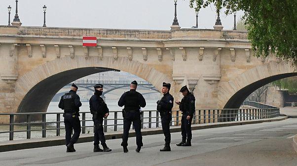 إيقاف شرطيين فرنسيين عن العمل بعد توجيههما إهانة عنصرية لموقوف في ضواحي باريس