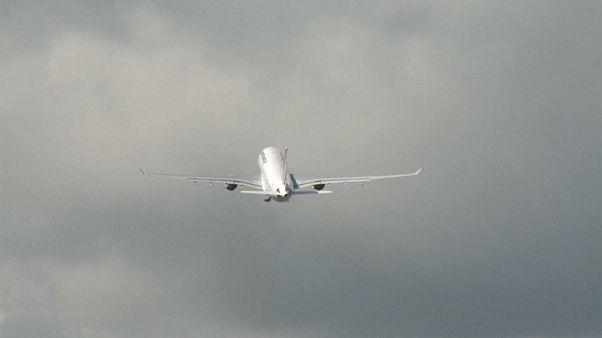 Coronavirus : le secteur aérien en difficulté, les compagnies prévoient de supprimer des emplois