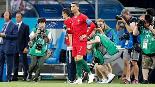 """فيفا: ممنوع """"البصق"""" في مباريات كرة القدم بعد استئناف المنافسات"""