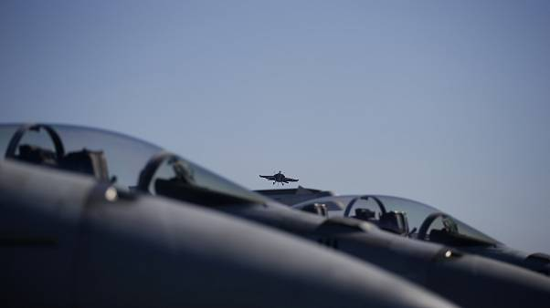 Un avion de chasse F/A-18 Super Hornet de l'US Navy dans le ciel de la Corée du Sud, le 28 octobre 2015