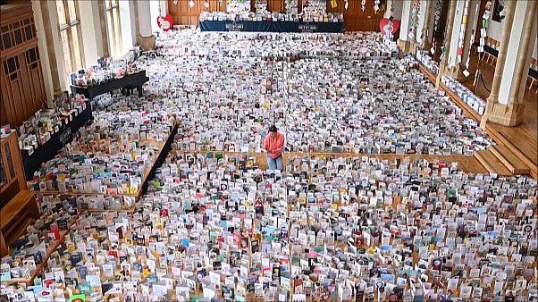27 milyon sterlin bağış toplayan Moore'a 100. yaş gününde tebrik kartı yağdı