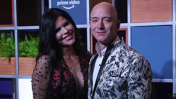 أغنى رجل في العالم جيف بيزوس وعشيقته لورين سانشيز