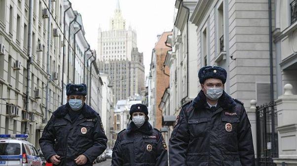 """""""Niente parolacce davanti ai bambini"""": il nuovo codice etico della polizia russa"""