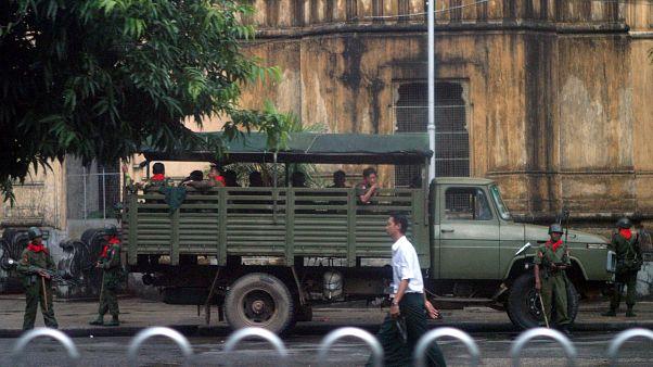 Myanmarlı askerler. Yangon / Myanmar (arşiv)