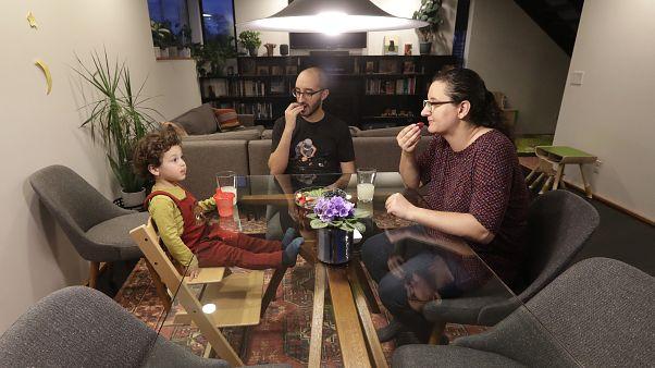 دراسة: الأمريكيون يكيفون عاداتهم بصورة إيجابية خلال الحجر المنزلي