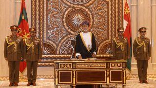 سلطنة عمان تأمر شركاتها الحكومية باستبدال العمال الأجانب بمواطنين