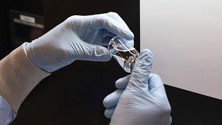 Вашингтон объявил об успешных испытаниях американского лекарства от COVID-19