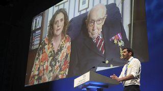 Capitão Tom promovido a Coronel no 100.º aniversário