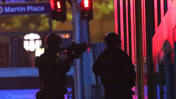 Avustralya'da bıçaklı bir saldırgan polis tarafından vurularak öldürüldü