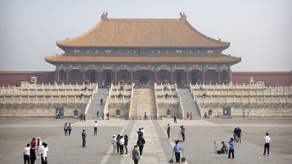 زوار في المدينة المحرمة في بكين